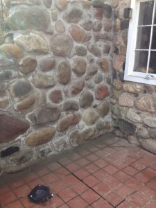 Stone retainer wall